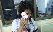 Nữ sinh 'cho rác vào thùng bị đánh đổ máu' gây phẫn nộ