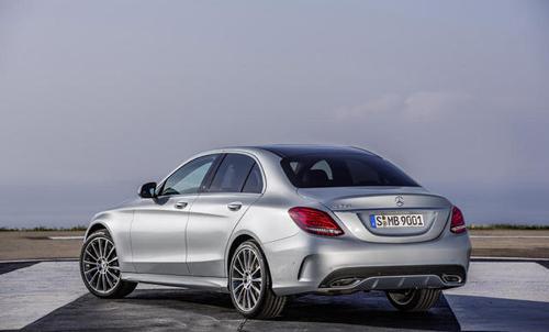 2015-Mercedes-Benz-C-Class-15.jpg