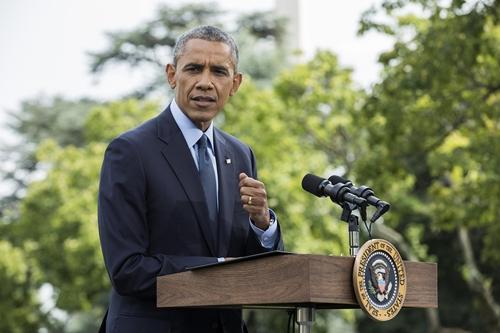Ông Obama hôm qua tuyên bố trừng phạt thêm 4 công ty Nga. Ảnh: AP