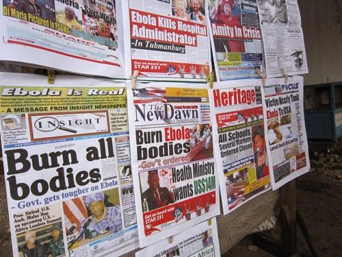 Thông tin về dịch Ebola phủ kín trang nhất các báo ở Liberia. Ảnh: AP.