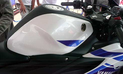 Yamaha-R25-16.jpg