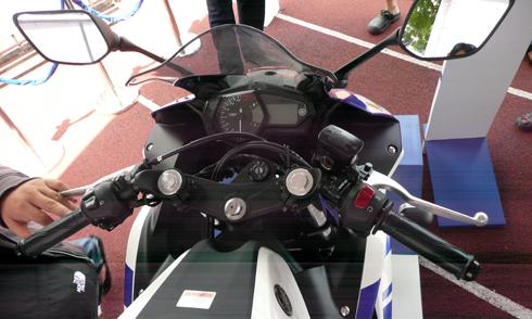 Yamaha-R25-17.jpg