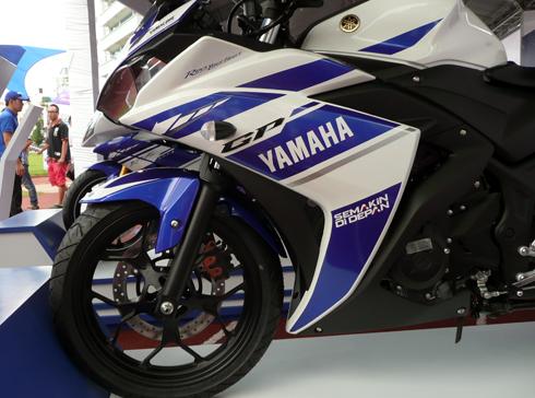 Yamaha-R25-7.jpg