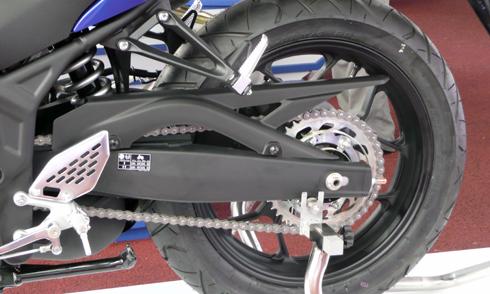 Yamaha-R25-8.jpg