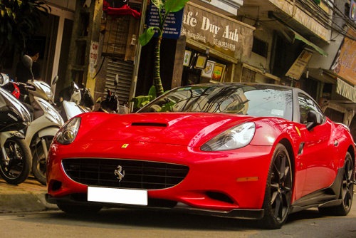 ferrari-california-1-3639-1407743710.jpg