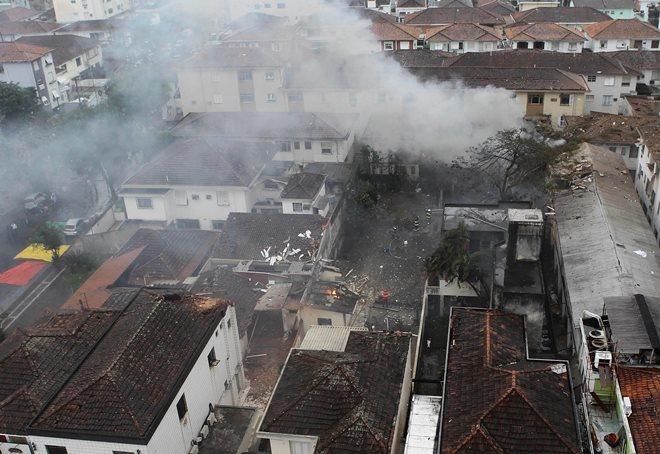 Hiện trường máy bay chở ứng viên tổng thống Brazil gặp nạn
