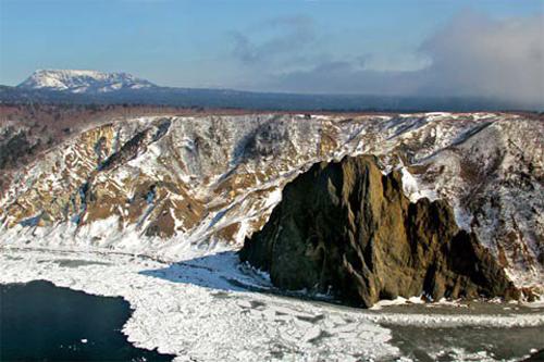 Nga và Nhật Bản có tranh chấp từ lâu về quần đảo trên Thái Bình Dương mà Nga gọi là Kuril và Nhật coi là Lãnh thổ Phương Bắc.