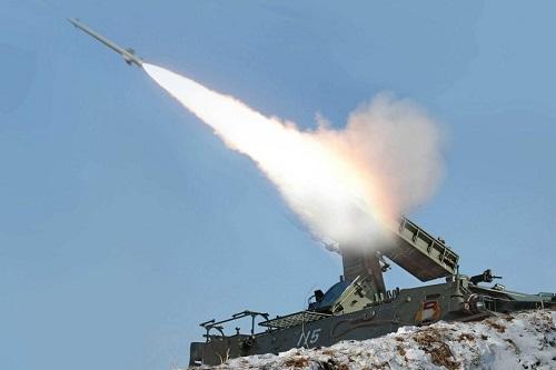 Triều Tiên sáng nay tiếp tục phóng thêm hai tên lửa tầm ngắn ra vùng biển phía đông. Ảnh minh họa: KCNA.