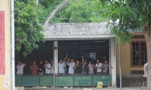 Phá trường gà tại Nghệ An, tạm giữ gần 100 người