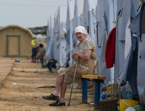 RUSSIAN FEDERATION, donets'k : A refugee from eastern Ukraine looks on as she sits in a refugee camp near the Russian city of Donets'k, Rostov region, about 15 kilometers from the Russian-Ukrainian border. Some 285,000 people have already fled their homes due to the conflict in east Ukraine, it is estimated, with many leaving for other parts of the country, but close to 168,000 seeking sanctuary in Russia. AFP PHOTO / DMITRY SEREBRYAKOV