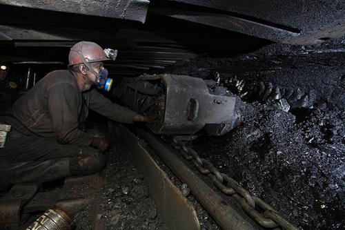 Một công nhân trong hầm mỏKomsomolets Donbassa ở đông Ukraine. Ảnh: Flickr
