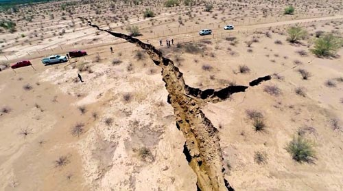 Giant-Earth-Crack-mexico-7424-1408941107