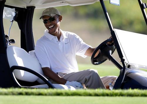 Tổng thống Obama tại sân golf đảoMartha's Vineyard, bang Massachusetts hôm 20/8. Ảnh: AP