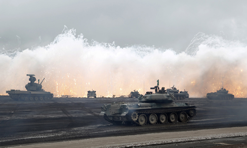 Japanese Ground Self-Defense Force armoured tanks fire during an annual training session near Mount Fuji at Higashifuji training field in Gotemba, west of Tokyo, August 19, 2014. REUTERS/Yuya Shino (JAPAN - Tags: MILITARY POLITICS)