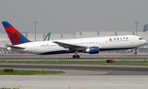 Delta-Air-Lines-Boeing-767-300-8906-7061