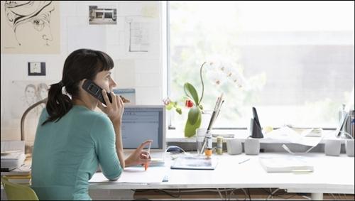 Những người làm việc gần cửa sổ có chất lượng sống cao hơn. Ảnh: Bikeriderlondon/Shutterstock