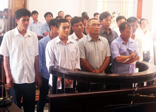 Phiên tòa xử 8 bị cáo trong vụ tai nạn đường sắt cầu Ghềnh tiếp tục bị hoãn. Ảnh: Hoàng Trường