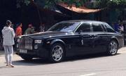 Xe siêu sang Rolls-Royce biển đẹp gãy gương vì tai nạn
