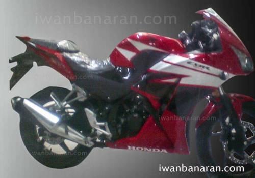 500x350x2015-Honda-CBR150R-pag-4905-3163