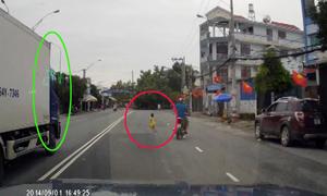 Video bé băng qua đường trước xe tải gây chú ý nhất cộng đồng