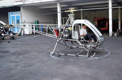 Vị thương binh 60 tuổi chia sẻ cùng VnExpress.net, rất sẵn sàng cho chuyến bay thử cùng đứa con thứ hai của mình.