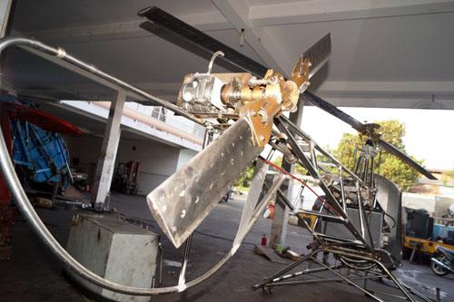 Với cánh quạt sau được thiết kế dài 1,1m, ông Bùi Hiển tỏ ra rất tự tin với đứa con thứ hai sinh ra tại xưởng cơ khí của mình.