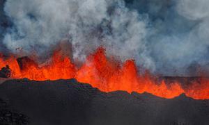 Đun sôi nước bằng dung nham núi lửa