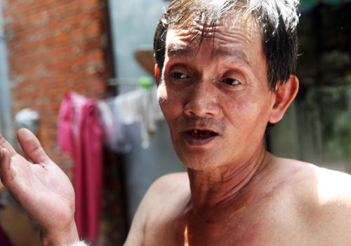 Ông Nguyễn Văn Phụng, người thấy nghi can Tuấn chở hai bao tải rời khỏi nhà vào lúc 3h sáng. Ảnh: An Nhơn
