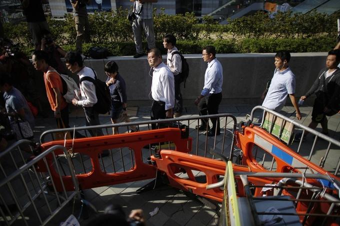 Biểu tình lắng dịu, công chức Hong Kong đi làm