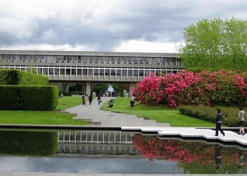 Simon Fraser University -trường Đại học Tổng hợp hàng đầu ở Canada.