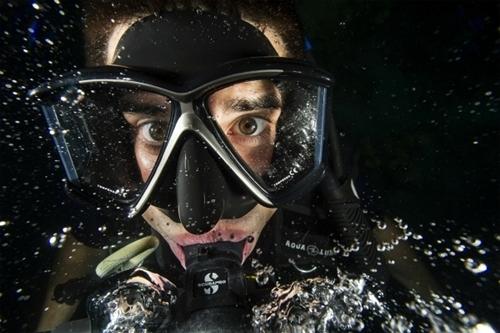 Thợ lặn trong tương lai không cần dùng bình oxy để thở dưới nước như hiện nay. Ảnh: Pixabay