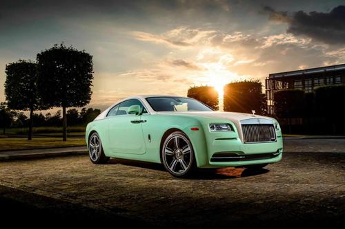Rolls-Royce Wraith màu độc.