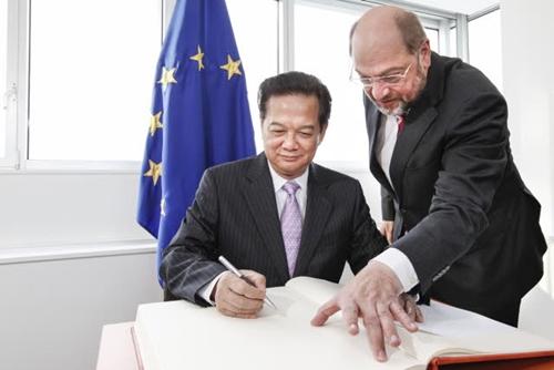 Thủ tướng Nguyễn Tấn Dũng trong cuộc gặp với Chủ tịch Nghị viện châuÂu Martin Schulz.Ảnh:European Parliament.