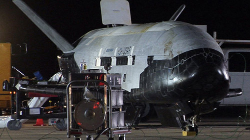 mysterious-space-plane-landing-1146-3844