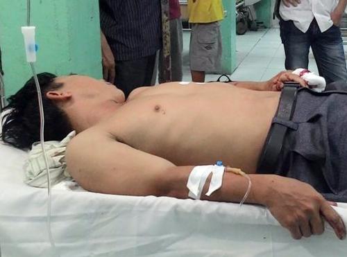 Anh Sim nằm cấp cứu ở bệnh viện. Ảnh: Châu Thành