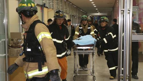 Đây là sự kiện mới nhất trong chuỗi các vụ tai nạn ở Hàn Quốc, trong đó có vụ chìm phà hồi tháng 4 làm hơn 300 người chết.