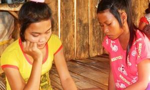 Hai học sinh bị dụ dỗ phục vụ quán cafe massage