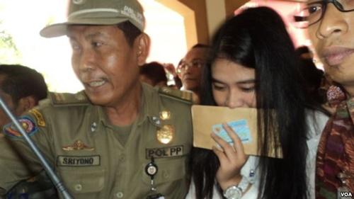 Kahiyang Ayu, con gái tổng thống Indonesia, hôm 23/10 tham dự kỳ thi công chức ở thành phố Soho. Ảnh: VOA