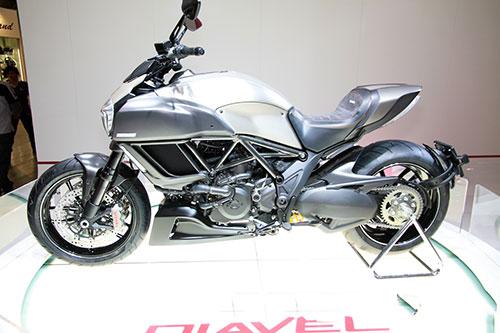 Ducati-Diavel-Titanium-side-at-EICMA-201