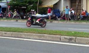Chặn đầu ôtô, trăm 'quái xế' quậy trên đại lộ Sài Gòn