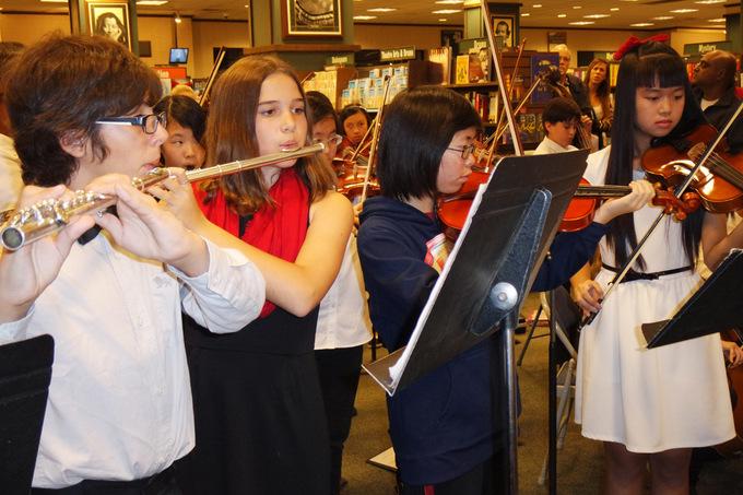 Học sinh Việt ở Mỹ tham gia hòa nhạc trường trung học