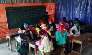 Lớp học xóa mù trên cao nguyên đá Đồng Văn