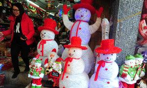 Phố Hàng Mã tràn ngập sắc màu Noel