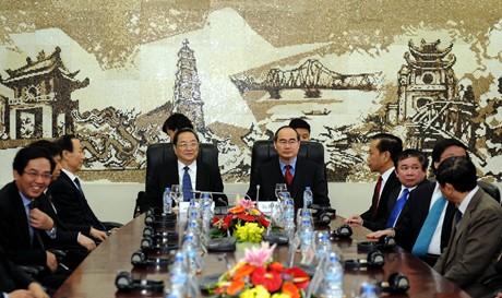 Chủ tịch MTTQ Việt Nam Nguyễn Thiện Nhân và Chủ tịch Chính hiệp Trung Quốc Du Chính Thanh. Ảnh: VGP/Từ Lương