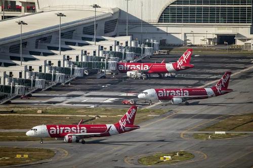 airasia-tarmac-4051-1419779979.jpg