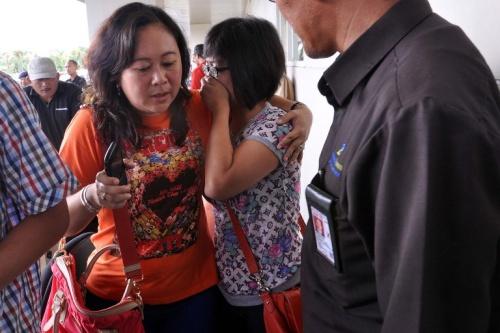 Một chiếc phi cơ AirAsia chở 162 người mất tích sáng nay trên đường từ Indonesia tới Singapore.