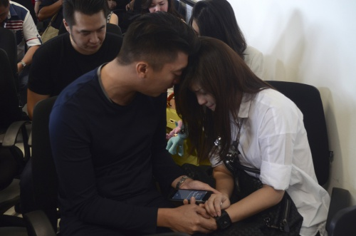 Công tác tìm kiếm và cứu nạn đang được thực hiện dưới sự hướng dẫn và giám sát của Trung tâm Hàng không Indonesia (CAA). Hãng đã thành lập Trung tâm Cứu nạn khẩn cấp dành cho các gia đình, thân nhân của những hành khách có mặt trên chuyến bay QZ8501.