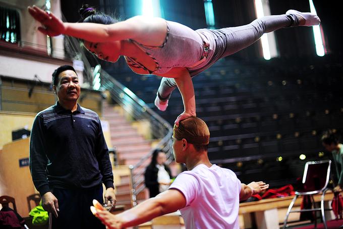 Học viên trường xiếc khổ luyện để thành tài