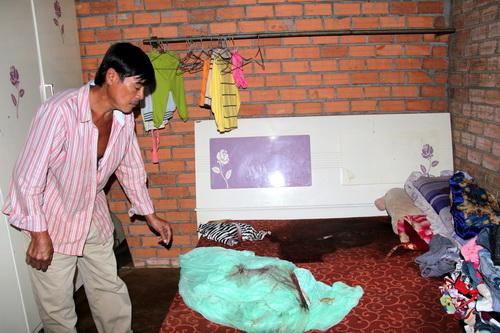 Hiện trường vụ án mạng nghiêm trọng tại nhà ông Hùng. Ảnh: Hoàng Trường
