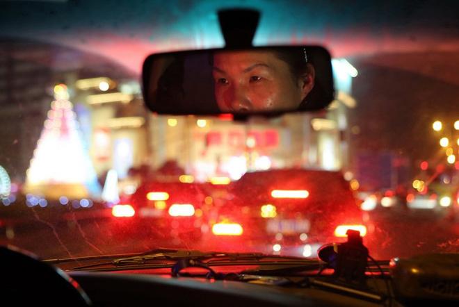 Cuộc sống của nữ tài xế chuyên chở khách say xỉn